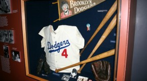 A Few Interesting Facts on Baseball Clothing