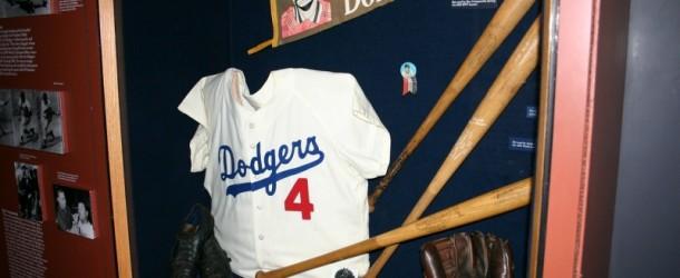 A Few Interesting Facts on Baseball Clothing
